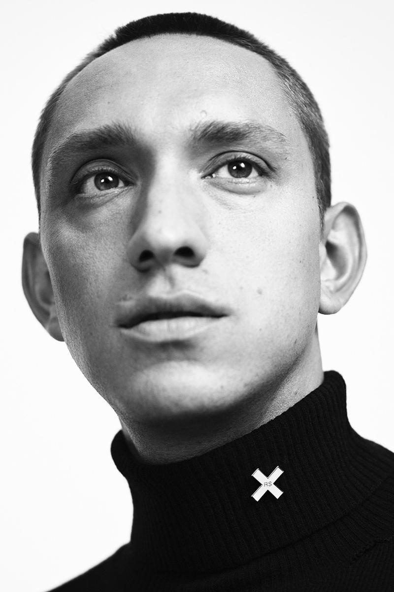 Raf Simons 正式確認將和英國人氣樂隊 The xx 推出聯名系列                                                                                                                                                                                        聯名系列將會於本月在指定據點販售。                                                                                                                                                                                                                          編輯 : Perry Wang