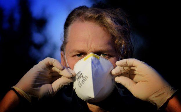 武漢肺炎疫情未歇,全球確診數破千萬、50 萬人死亡